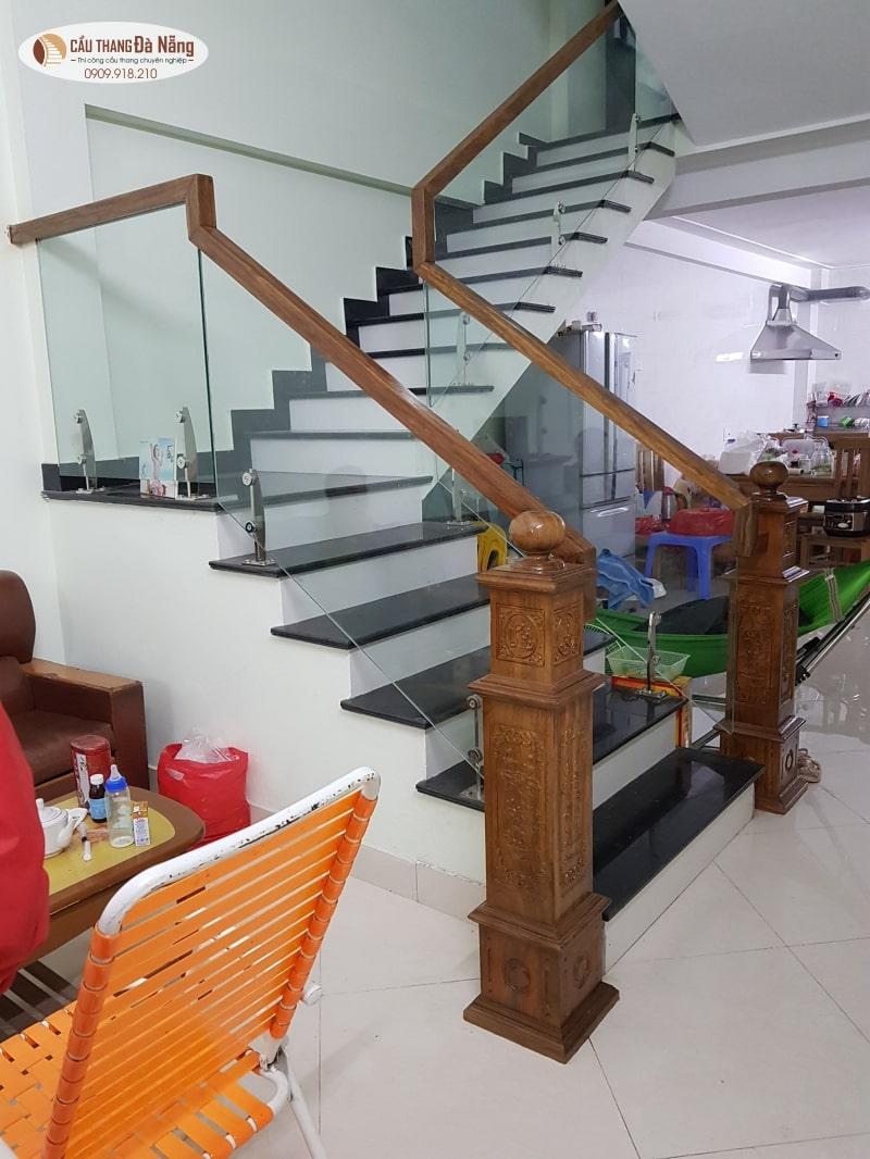 Mẫu trụ cầu thang vuông tại Đà Nẵng