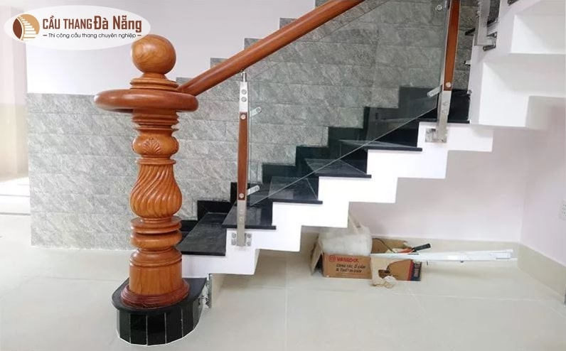 Trụ cầu thang tròn đà nẵng