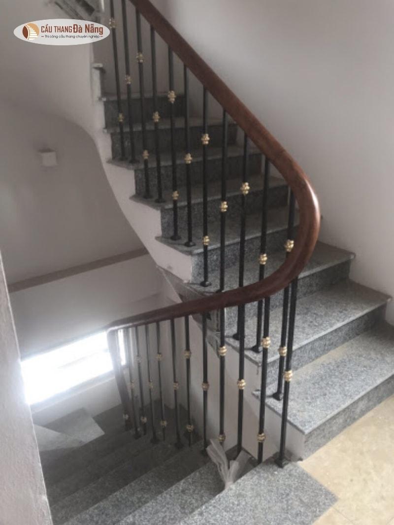 Làm cầu thang nhiều tầng